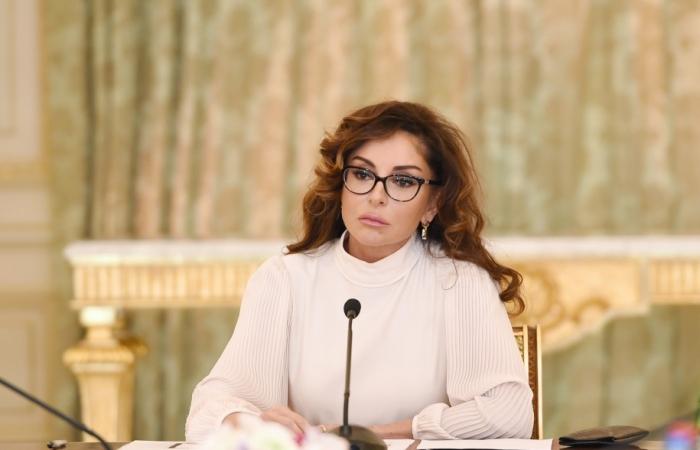 Mehriban Aliyeva felicita aMijaíl Gusman con motivo de su cumpleaños