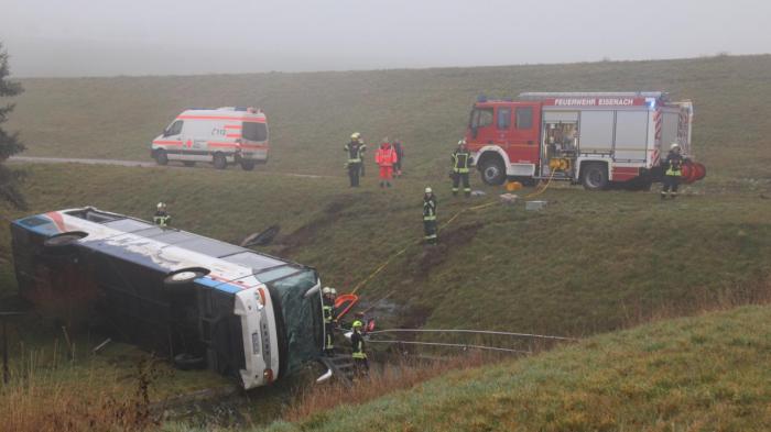 Unfall in Thüringen:   Schulbus stürzt Hang hinab – zwei Kinder tot, 20 weitere verletzt