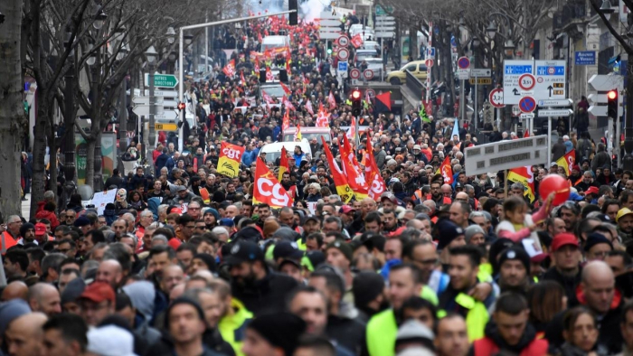 Thousands protest as Macron's government adopts pension reform plan -   VIDEO