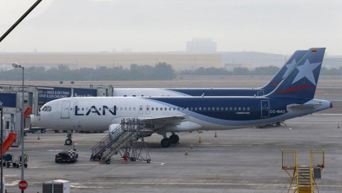 Un avión de pasajeros aterriza de emergencia en Perú por amenaza de bomba