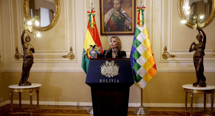 Jeanine Áñez pide la renuncia a sus ministros
