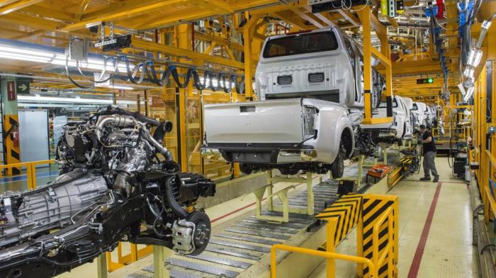 Mercedes agrava la crisis de Nissan en la Zona Franca