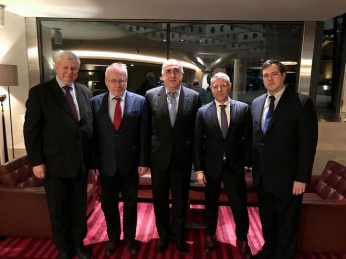 Elmar Mammadyarov mantuvo la reunión con los copresidentes en Ginebra