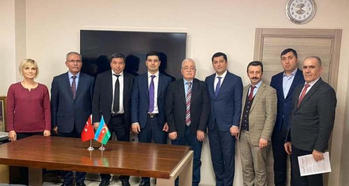 Azerbaiyán y Turquía firman acuerdo sobre los ferrocarriles