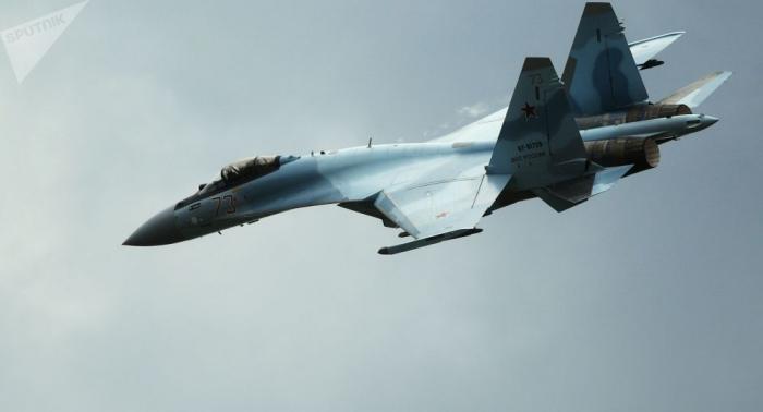 Flüge von modernsten Su-35S-Kampfjets in Nordwestrussland gefilmt –   Video
