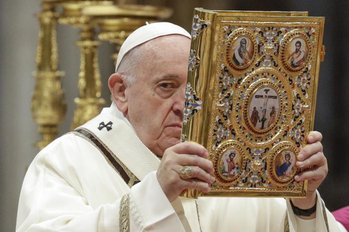 Le pape réaffirme son attachement au célibat des prêtres, sauf cas exceptionnels