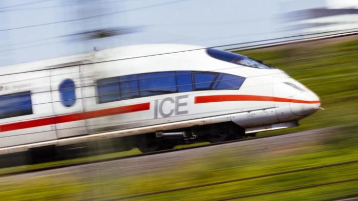 Bund und Bahn unterzeichnen Vereinbarung