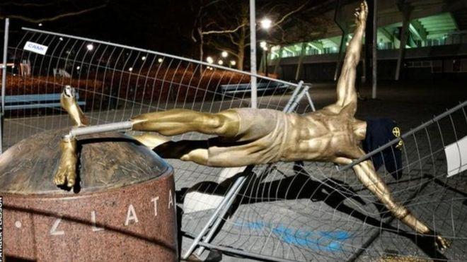 زلاتان إبراهيموفيتش: لماذا يتعرض تمثال نجم كرة القدم السويدي لعمليات تخريب؟