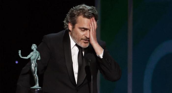 """فيلم كوري جنوبي يدخل التاريخ و""""الجوكر"""" يفوز بجائزة التمثيل في حفل """"نقابة ممثلي الشاشة"""""""