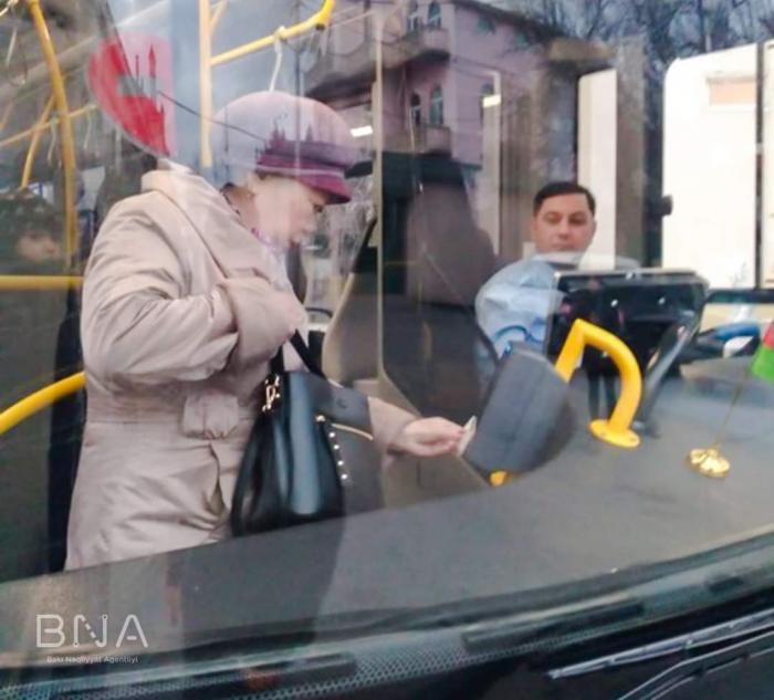 "4 nömrəli avtobuslar ""BakıKart""a keçdi"
