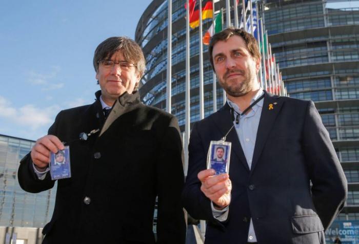 Puigdemont dénonce la violation du droit par Madrid, en arrivant au Parlement européen