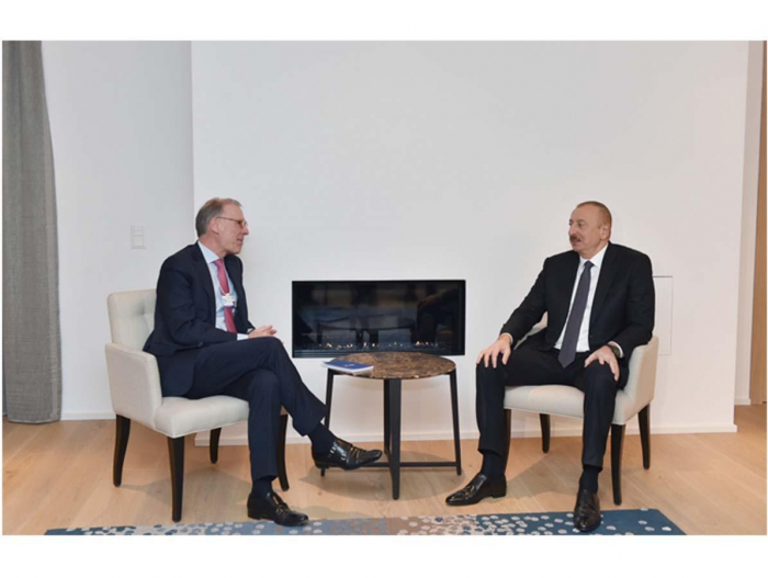 President Ilham Aliyev meets Carlsberg Group CEO in Davos