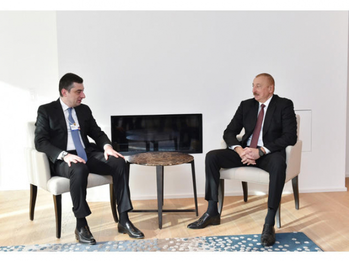 Prezident Davosda Giorgi Qaxariya ilə görüşüb