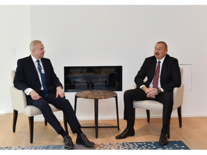 Azerbaijani president meets with BP Chief Executive Officer in Davos