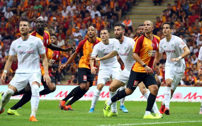 """""""Qalatasaray""""dan qələbə, """"Beşiktaş"""" yenə uduzdu"""