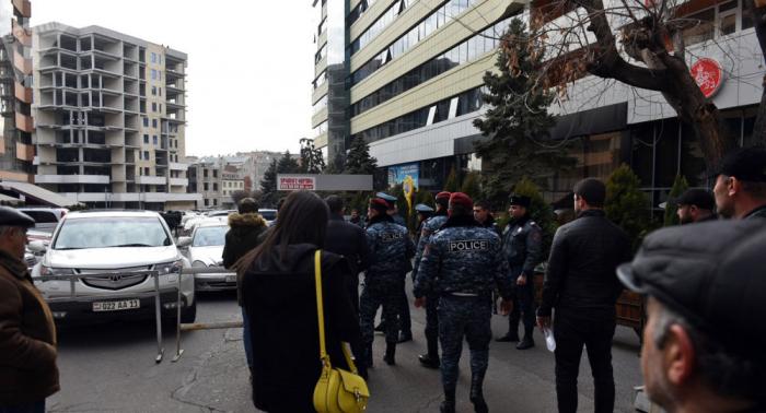 Koçaryanın ofisini soruşan silahlı şəxs zərərsizləşdirilib - VİDEO (Yenilənib)