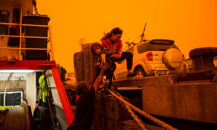 A weekend of bushfire devastation in Australia –  PHOTOS