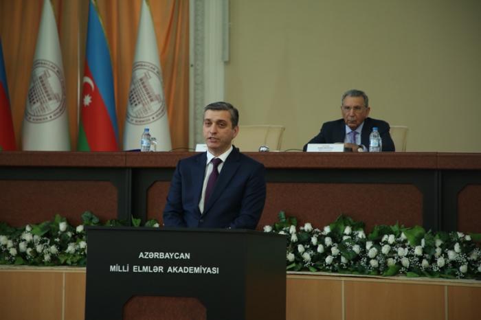 Vüqar Gülməmmədov alimlərə hesabat verdi - FOTOLAR
