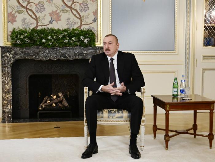 الرئيس الهام علييف يعطي مقابلة لنائلة عسكرزاده في دافوس -   صور