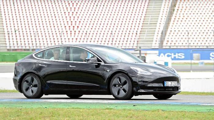 Berlin erlaubt Senatoren einen Tesla