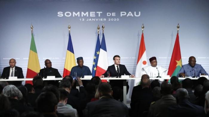 Macron einigt sich mit Präsidenten der Sahelzone auf Fortsetzung von Kampfeinsatz
