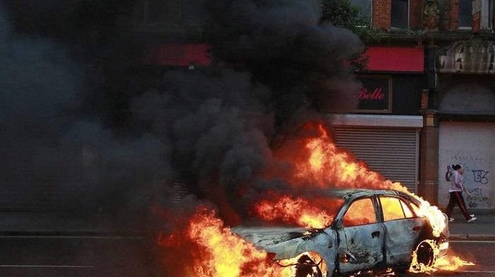 Yeni il gecəsi 200-dən çox avtomobil yandırılıb