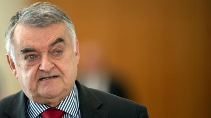 NRW-Innenminister Reul warnt vor zu ausgiebiger Debatte