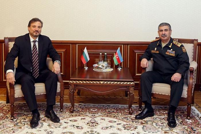 ذاكر حسنوف يلتقي بالسفير البلغاري في أذربيجان