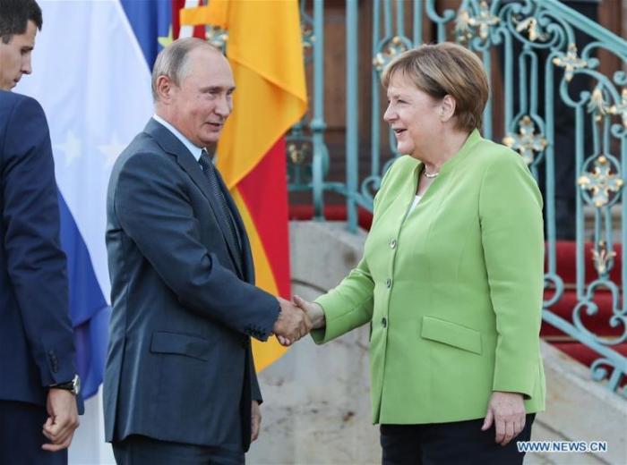 Merkel Putinin dəvətilə Rusiyaya gedir