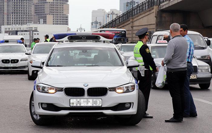"""""""Postun pulu"""" adı ilə rüşvət alan yol polisi işdən çıxarıldı"""