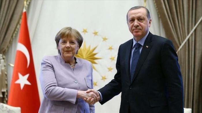 Ərdoğan və Merkel telefonla danışıblar