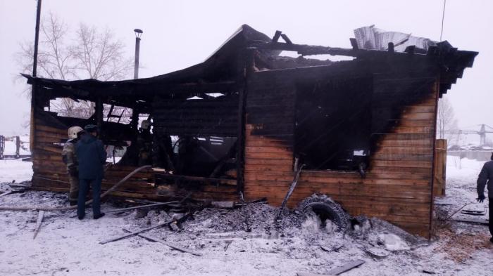Rusiyada 11 nəfər evdə yanaraq ölüb