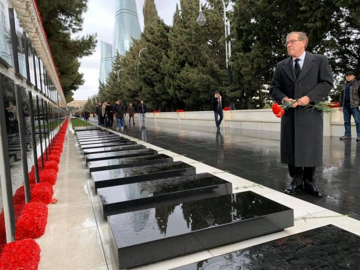 US Ambassador to Azerbaijan visits Alley of Martyrs