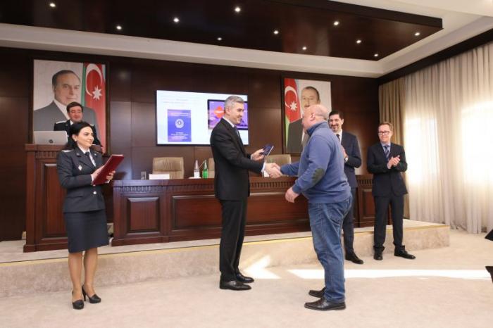 """Azərbaycanda qaçqın statusu almış şəxslərə """"Yol sənədi"""" təqdim olundu - FOTOLAR"""