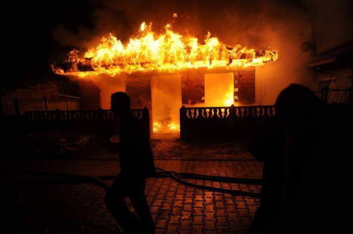 Qarət edilən evin yandırılması ilə bağlı cinayət işi açılıb