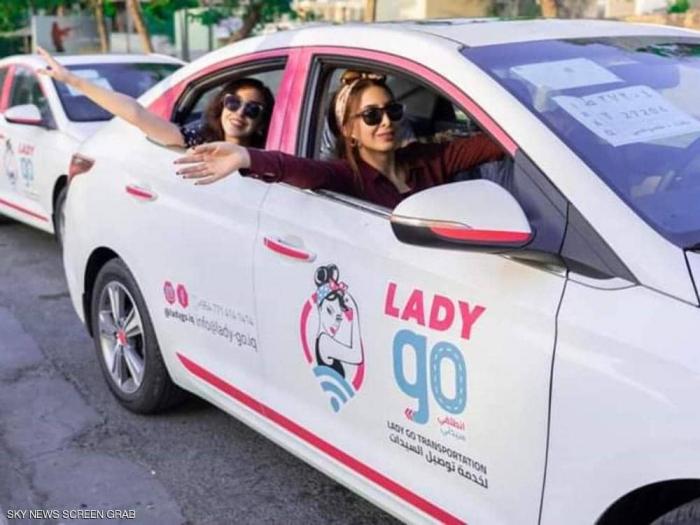 """أول """"تاكسي نسائي"""" ظهر في العراق.. ما الدافع؟"""