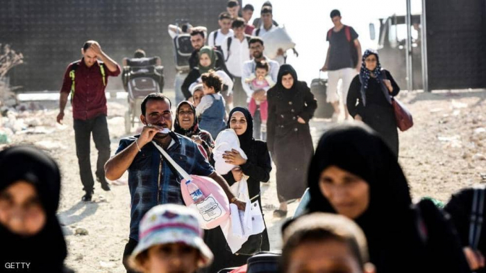"""بعد """"التهديد"""".. مئات المهاجرين إلى حدود تركيا واليونان"""