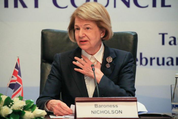 Baronessa Nikolson Bakıya gəlir: