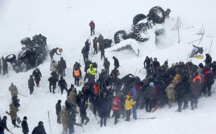 Avalanche in Turkey wipes out rescue team -  NO COMMENT