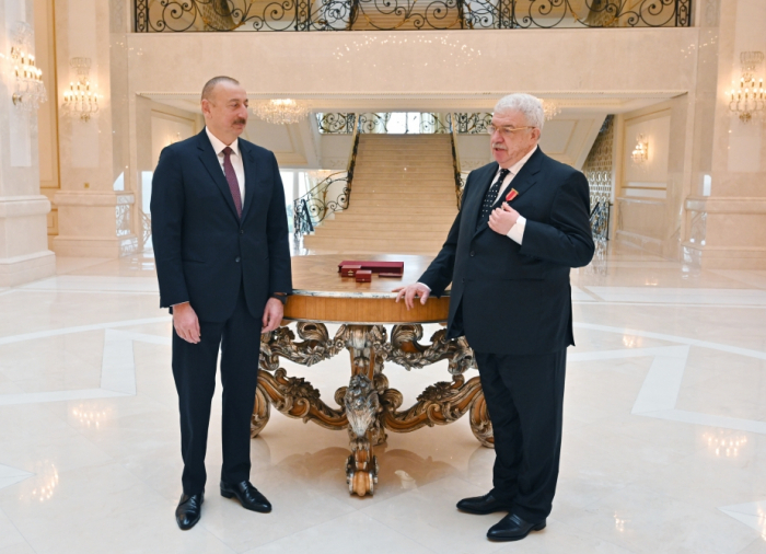 "President Ilham Aliyev presents ""Sharaf"" Order to Mikhail Gusman - PHOTO"