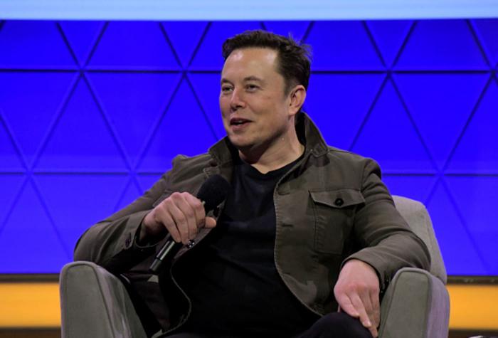 Elon Musk: Delete Facebook, 'it's lame'