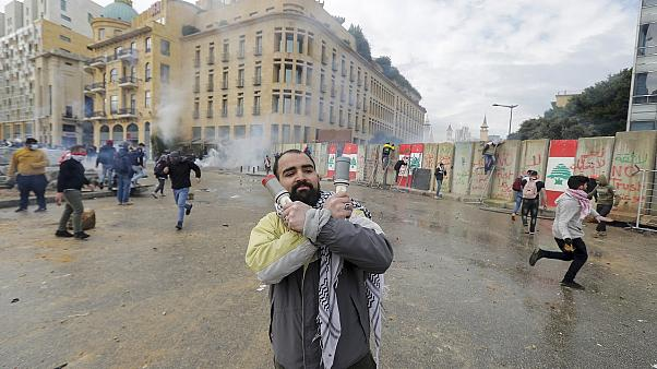 Clashes in Beirut ahead of government confidence vote -   NO COMMENT