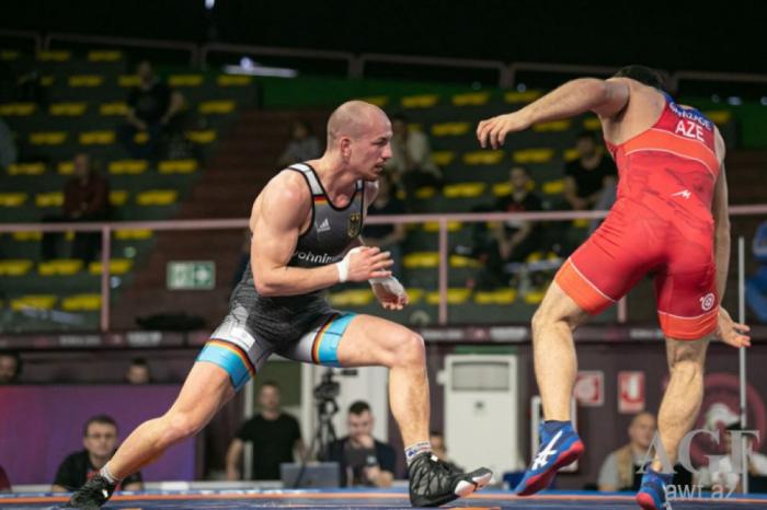 Un lutteur azerbaïdjanais devient double champion d'Europe