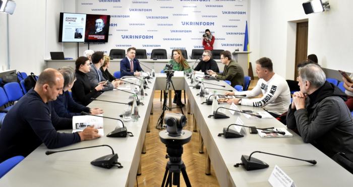 Presentación de la colección de gacelas de Nasimí tuvo lugar en Kiev