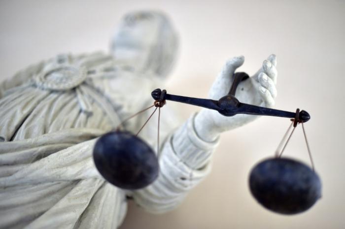 Vier Angeklagte wegen Pflegebetrugs in Millionenhöhe in Berlin vor Gericht
