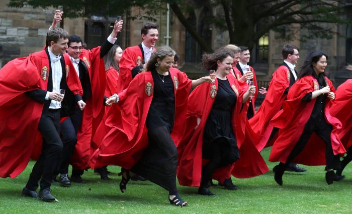 Los universitarios españoles aspiran a licenciarse en Reino Unido pese al Brexit