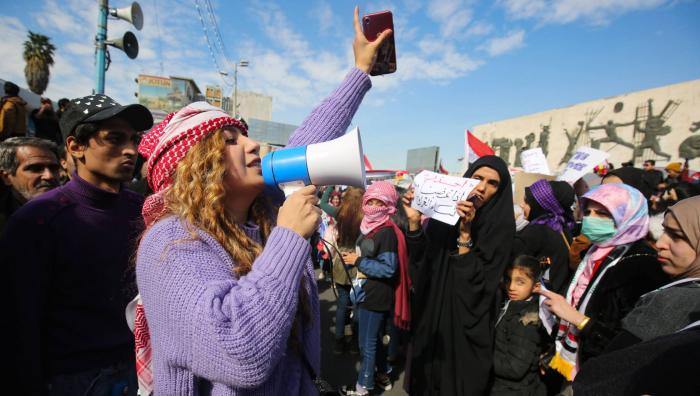 Cientos de mujeres se manifiestan en Irak para defender su papel en la protesta