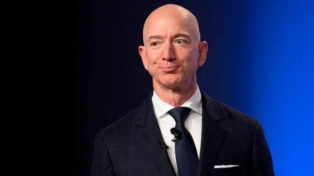 Jeff Bezos compra la mansión más cara de Los Ángeles por 165 millones de dólares