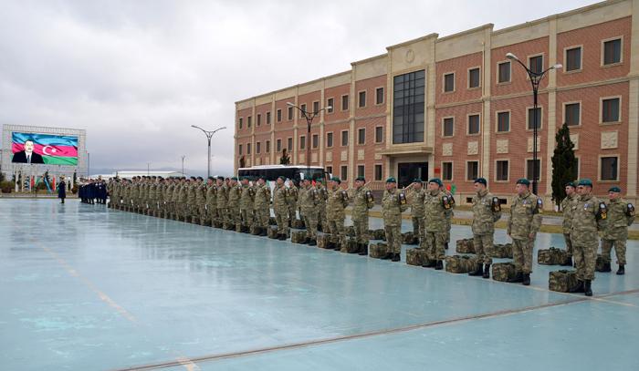 Eine Gruppe aserbaidschanischer Friedenstruppen kehrt aus Afghanistan zurück