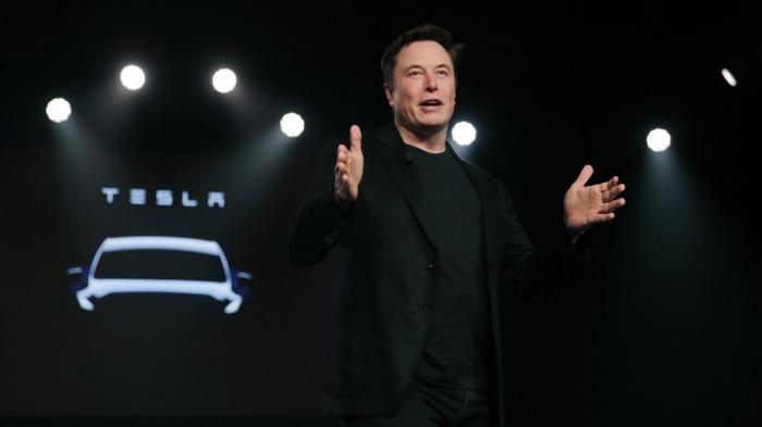 Tesla busca 2.000 millones de dólares vendiendo acciones